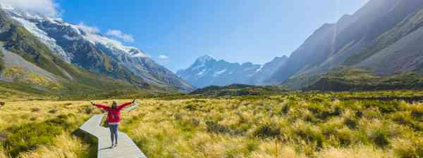 A woman travelling alone in Mt Cook National Park in New Zealand (Shutterstock)