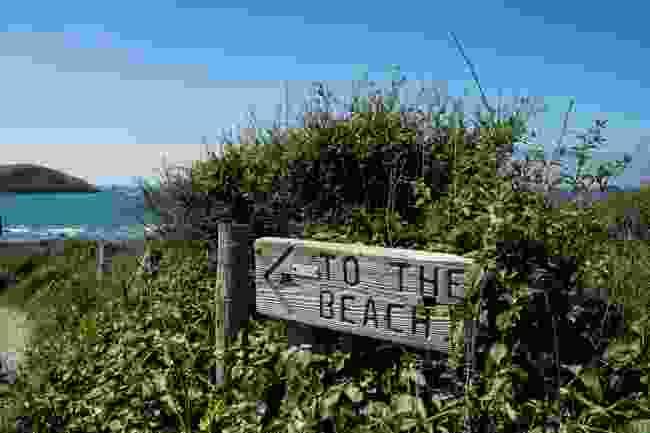 Beach sign (Shutterstock)