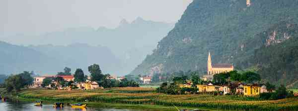 Calm river with boats in the National Park of Phong Nha Ke Bang, Vietnam (Dudarev Mikhail)