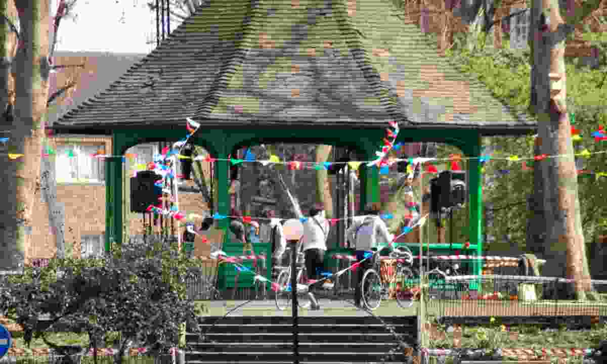 The Boundary Estate bandstand at Arnold Circus (Creative Commons: Kbthompson )