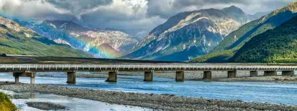 Rainbow over the Waimakariri River (Dreamstime)
