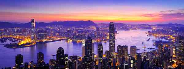 Sunrise over Victoria Harbour, Hong Kong (Dreamstime)