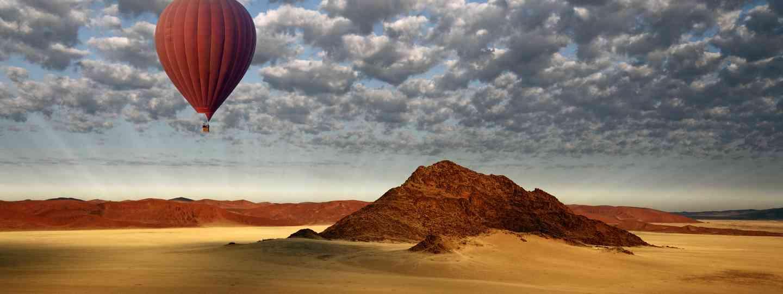 Balloon flight over the Namib desert (Dreamstime)