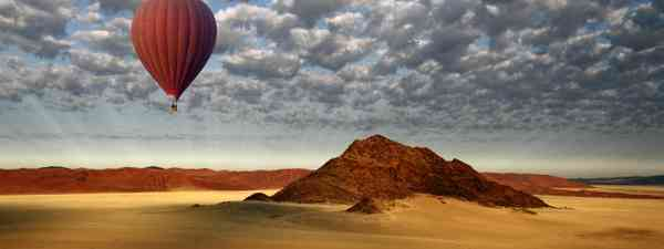 Balloon flight over the Namib desert (Dreamstime)