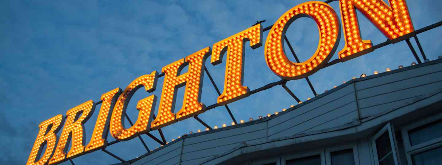 Sign on Brighton Pier lit up by lightbulbs (Dreamstime)