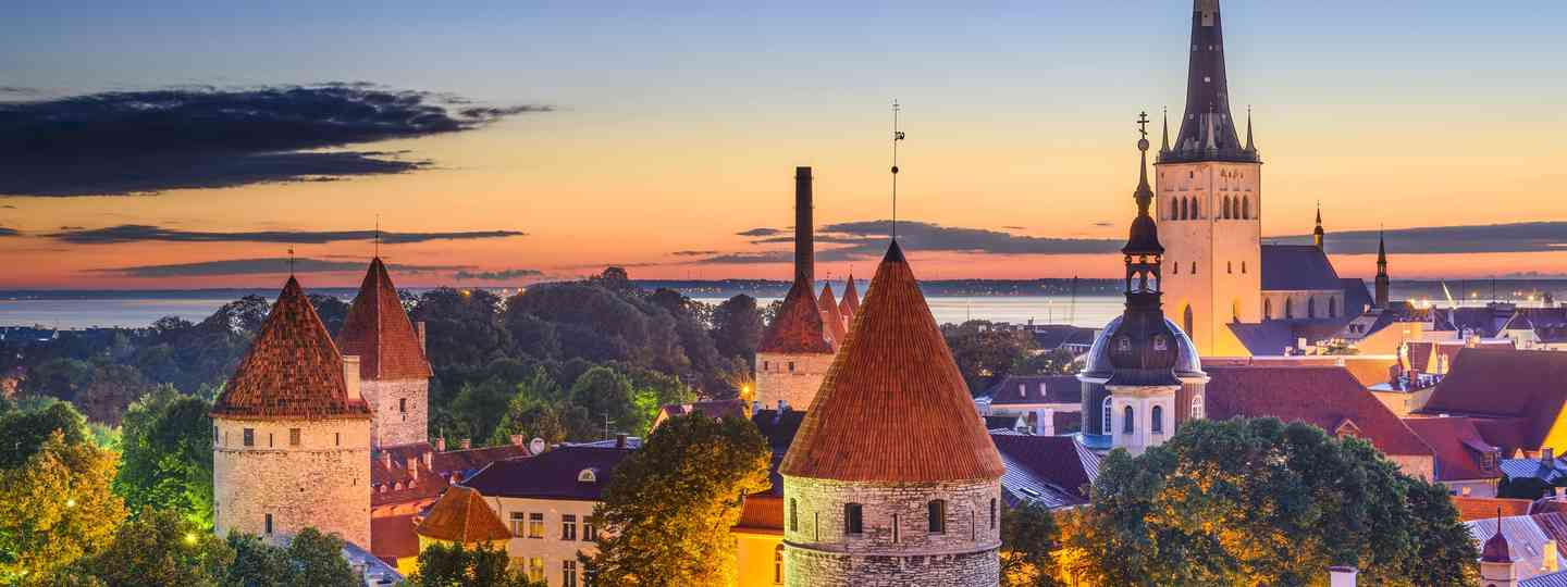 Tallinn at night (Dreamstime)