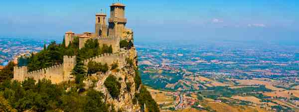 Tower at San Marino town on Monte Titano (Dreamstime)