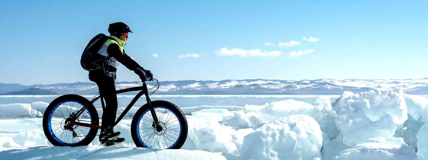Fat biking in the snow (Dreamstime)