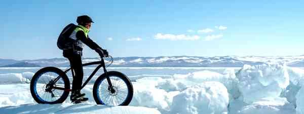 Fat biking in the snow (Dreamstime)