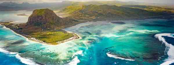 Aerial view of the underwater waterfall (Dreamstime)