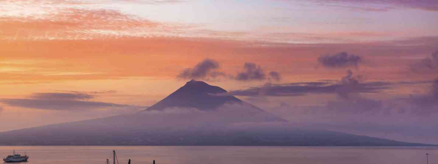 Sunrise in the Azores (Dreamstime)