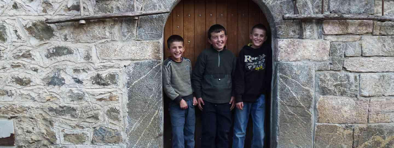 Boys hanging outside a Kulla (Peter Moore)
