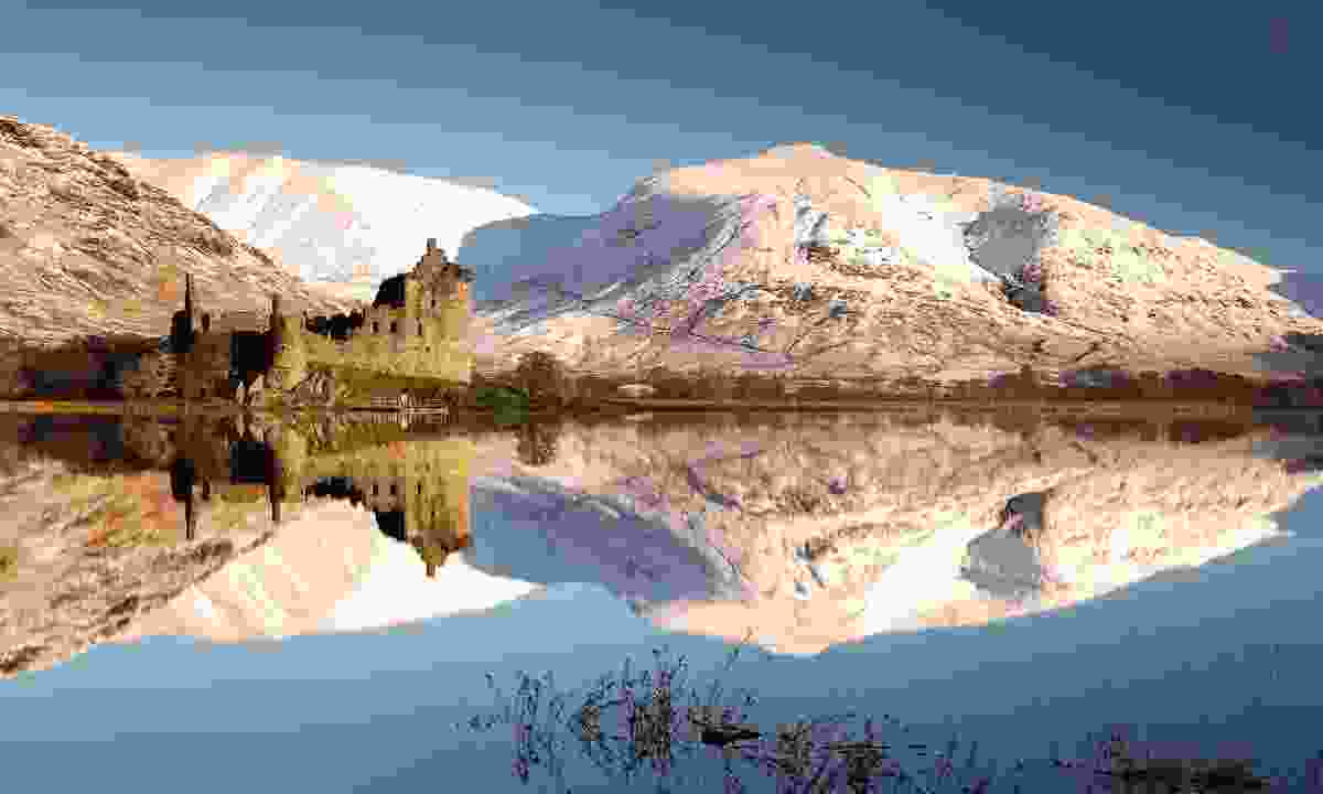 Kilchurn Castle and snow covered mountains reflecting off Loch Awe (Shutterstock)