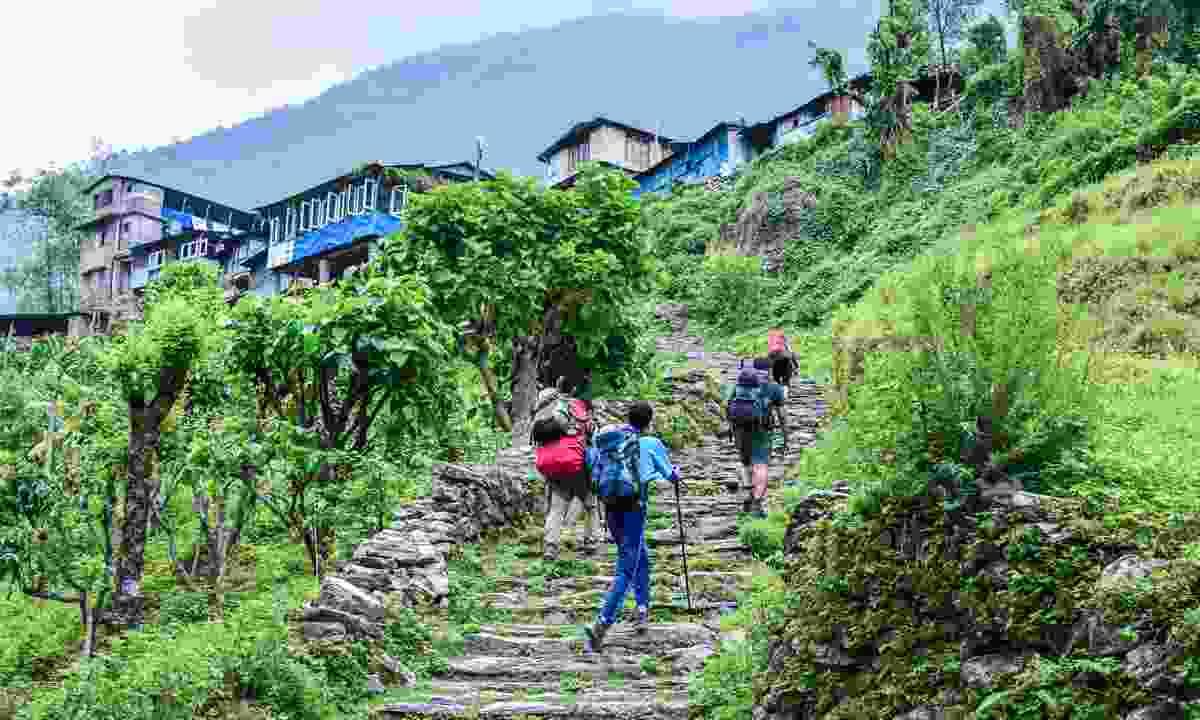 Family trekking the Annapurna trail (Shutterstock)