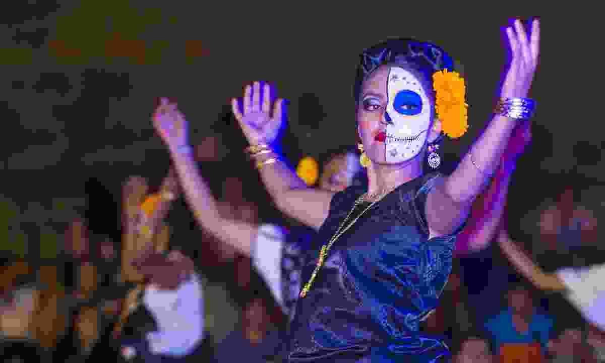 Dancing, Day of the Dead parade (Dreamstime)