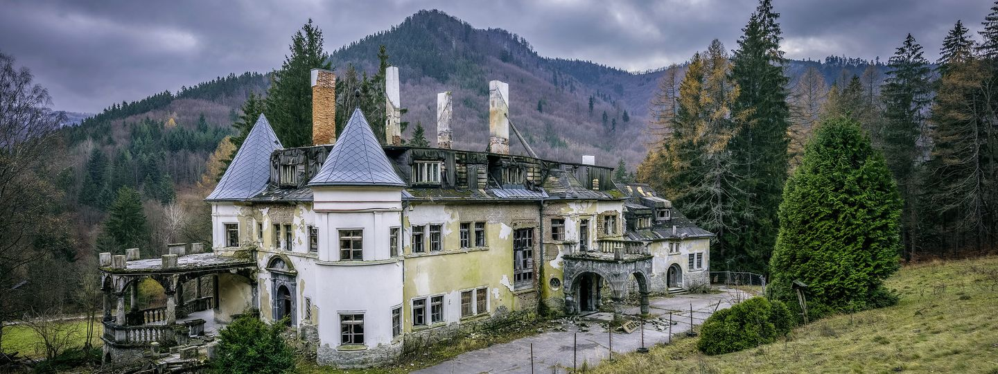 The Worlds 10 Most Haunted Places Wanderlust