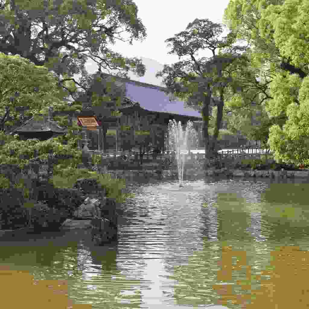 The pond by Dazaifu Tenmangu shrine