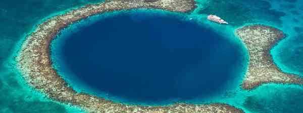 The Great Blue Hole in Belize (Shutterstock)