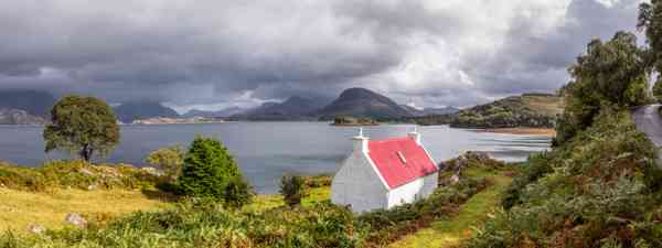 A lone cottage in the Applecross peninsula (Kav Dadfar)