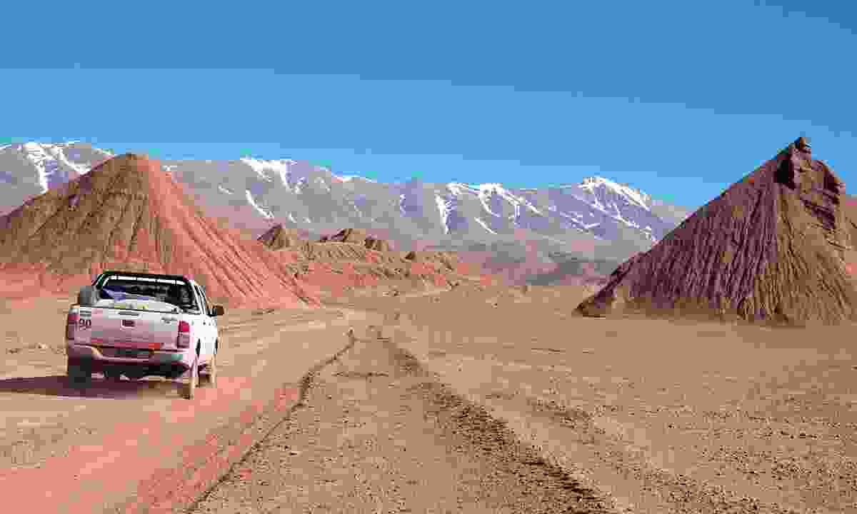 Driving through the red hills and rock (Lyn Hughes)