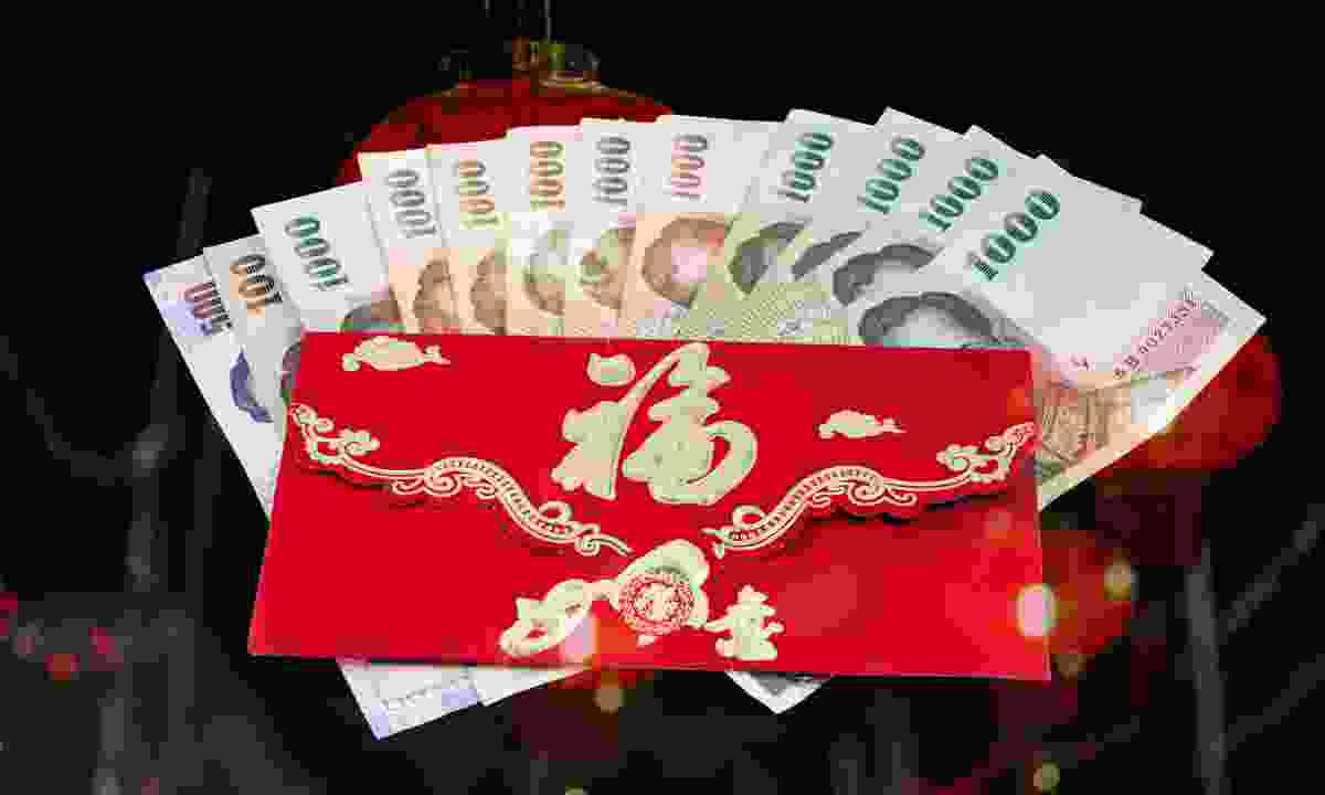 Chinese New Year money in red envelope (Dreamstime)