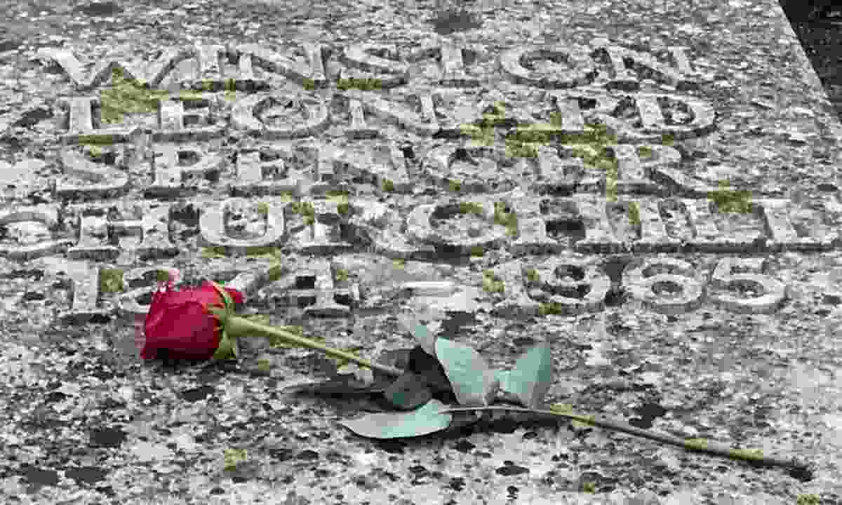 A rose on Churchill's grave (Simon Chubb)