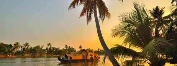 Navigating the Kerala backwaters (Shutterstock)