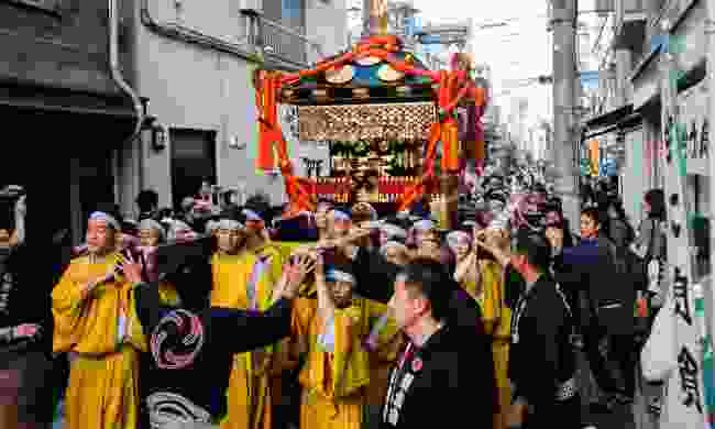 A traditional procession through the streets of Yanesen (Shutterstock)
