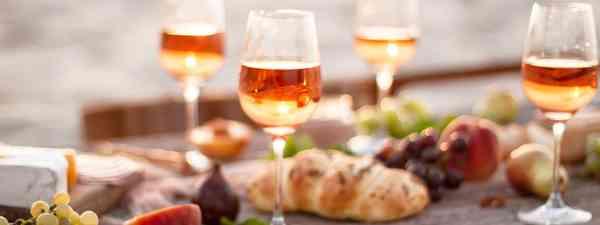 Orange wine with food (Shutterstock)