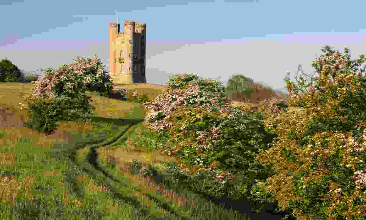 Broadway Tower folly on the Cotswold Way (Shutterstock)