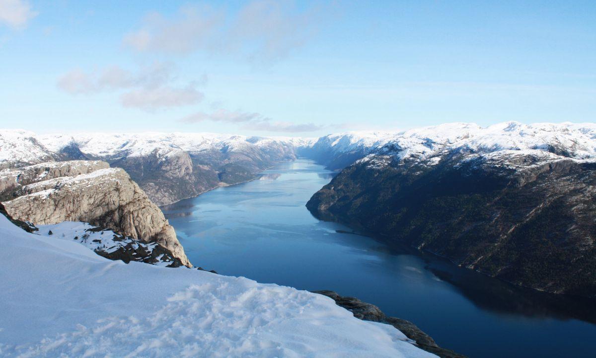 Vista sul fiordo di Preikestolen in inverno (Dreamstime)