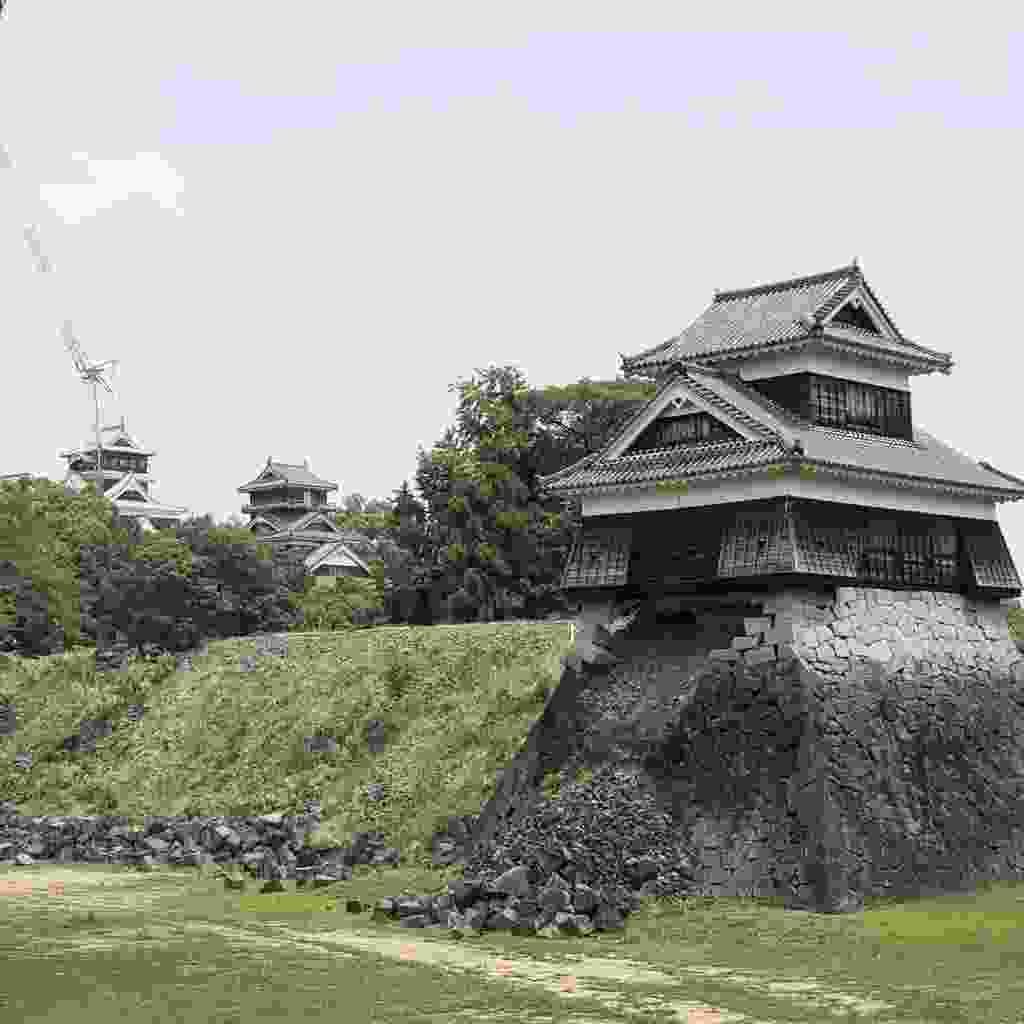 Kumamoto Castle undergoing construction