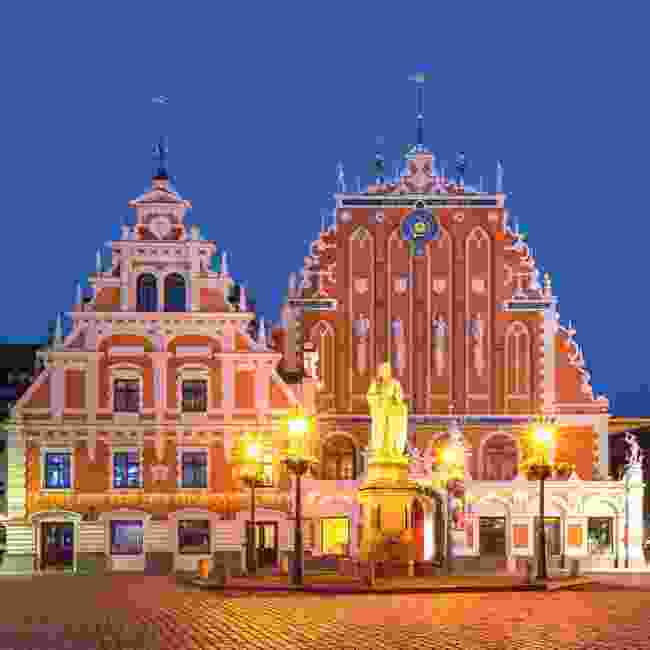 City Hall Square with the House of the Blackheads and Saint Roland Statue in Riga's Old Town (Shutterstock)