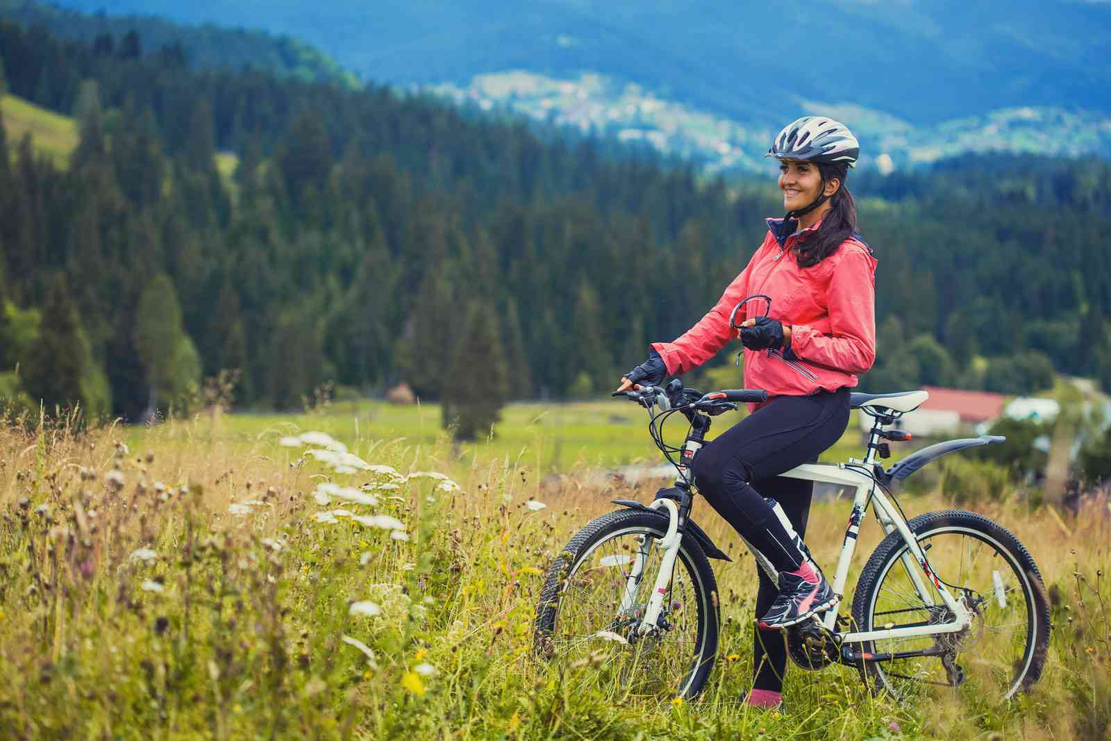 A female cyclist in the mountains (Shutterstock)