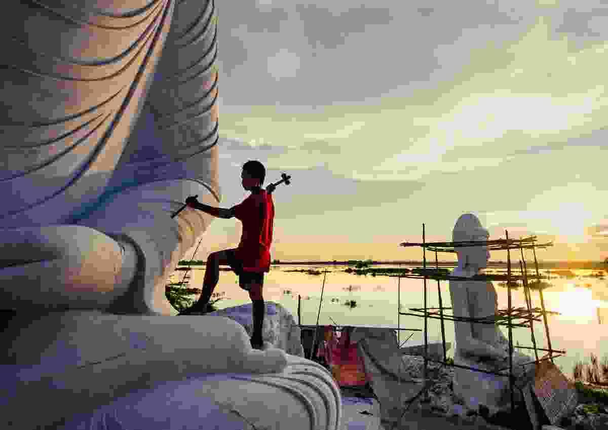 The sculptor (Aung Ya)