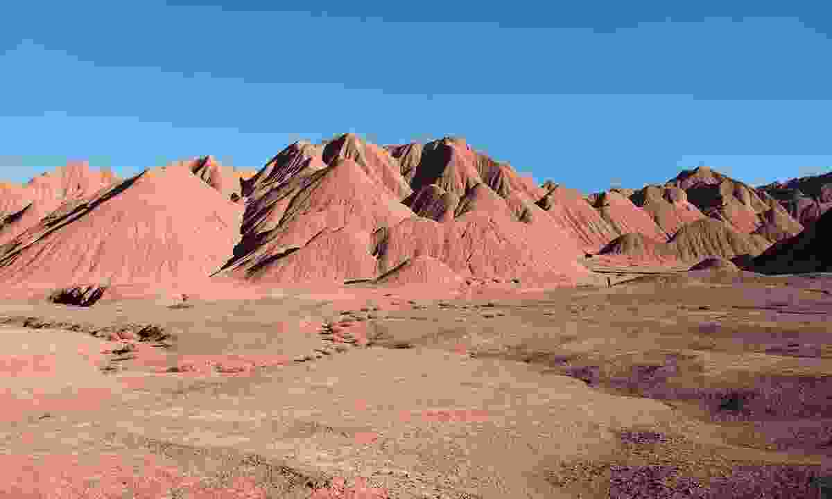 The deep-red hills of the Devil's Desert (Lyn Hughes)