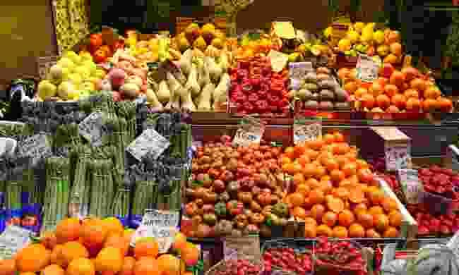 Browsing the food stalls (Graeme Green)