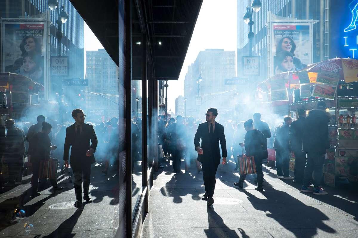 Business man admiring his reflection, 7th Avenue, Manhattan (Richard Koek)