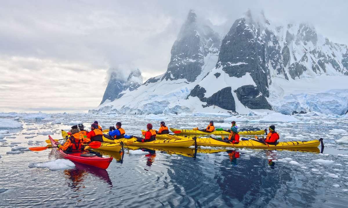 Kayaking in Antarctica (Dreamstime)