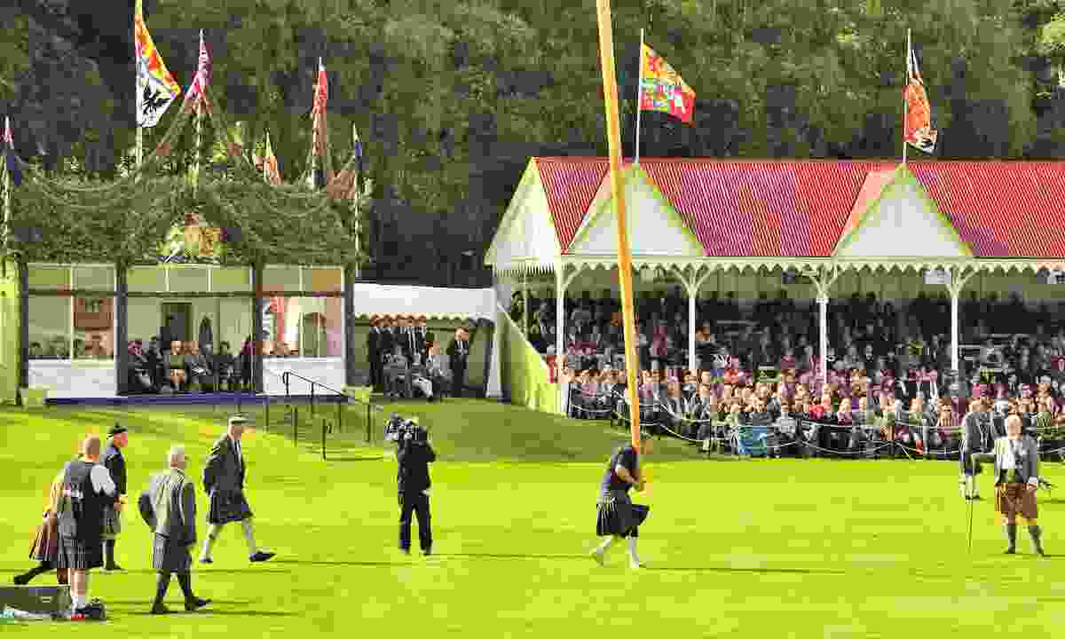 The Royal family watching the tossing the caber competition, Braemar (Dreamstime)