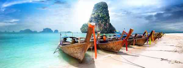 Fishing boats on a bay in Thailand (Dreamstime)