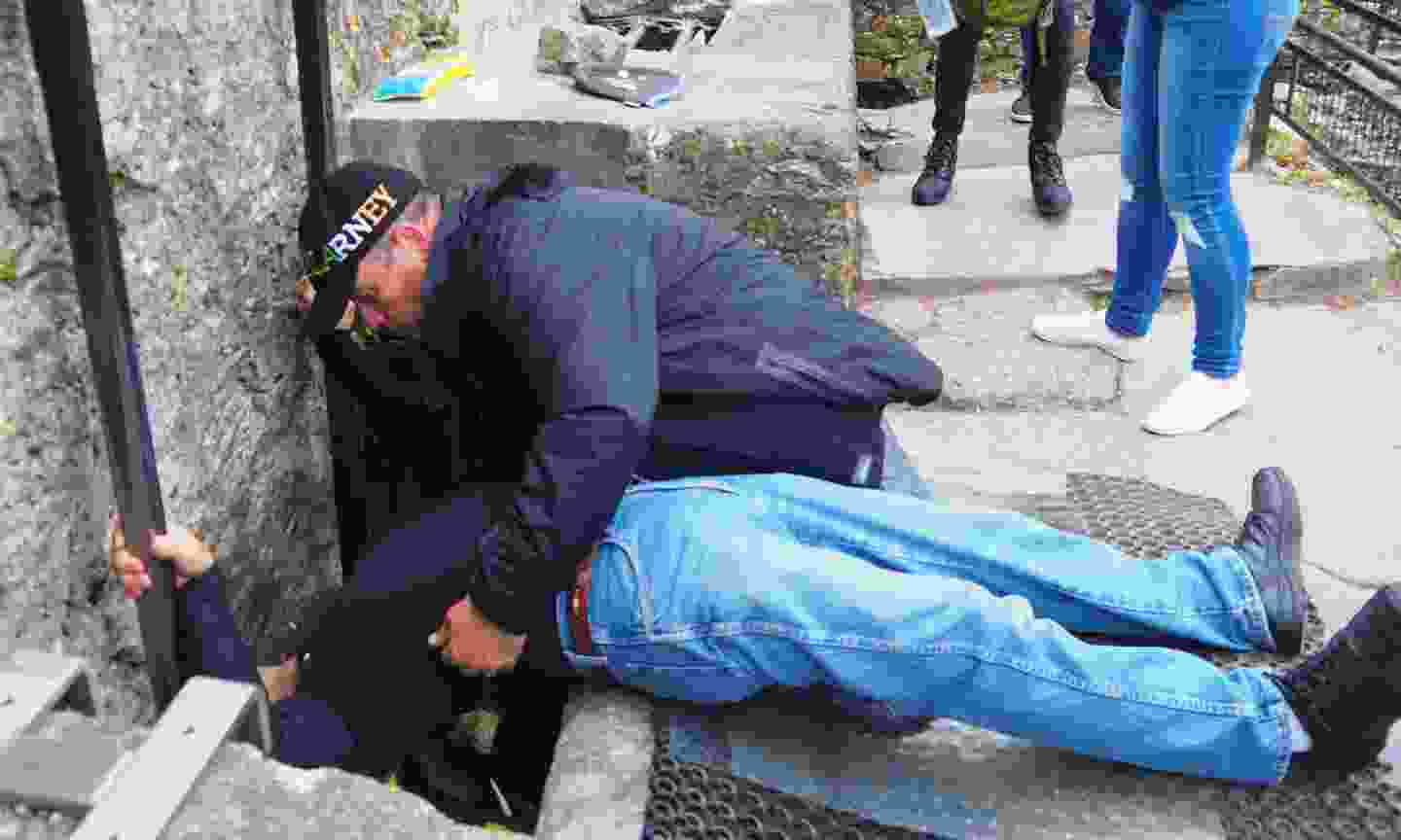 Kissing the Blarney Stone (Dreamstime)