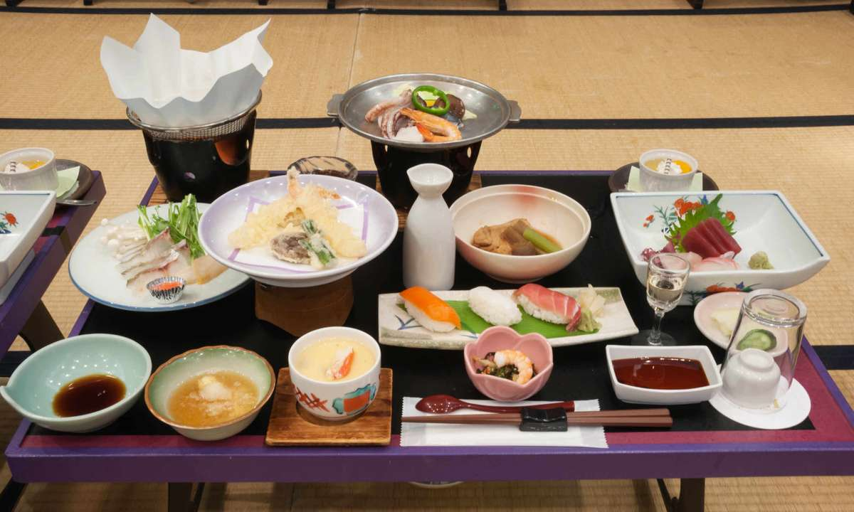 A kaiseki ryori multi-course meal, Japan (Dreamstime)