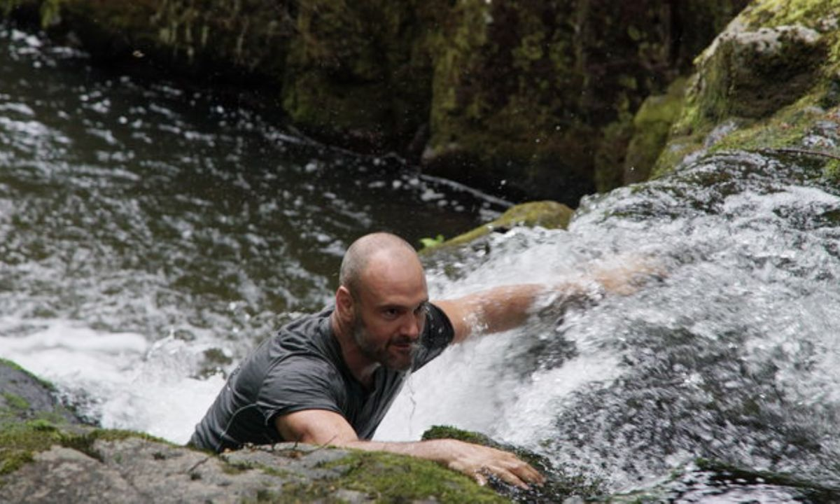 Ed Stafford attempts to escape in Left For Dead episode (Discovery Channel)