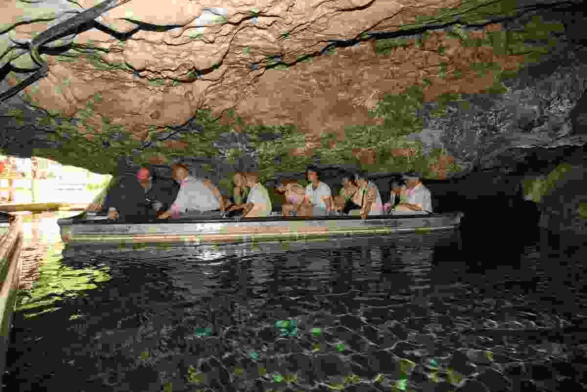 Exploring the Wimsener Höhle by boat (Stadt Münsingen)