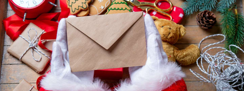 Santa holding a Christmas letter (Dreamstime)