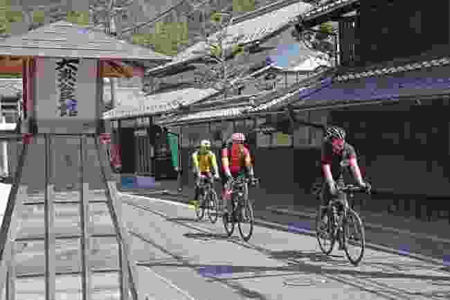 Cycle through Ōkute