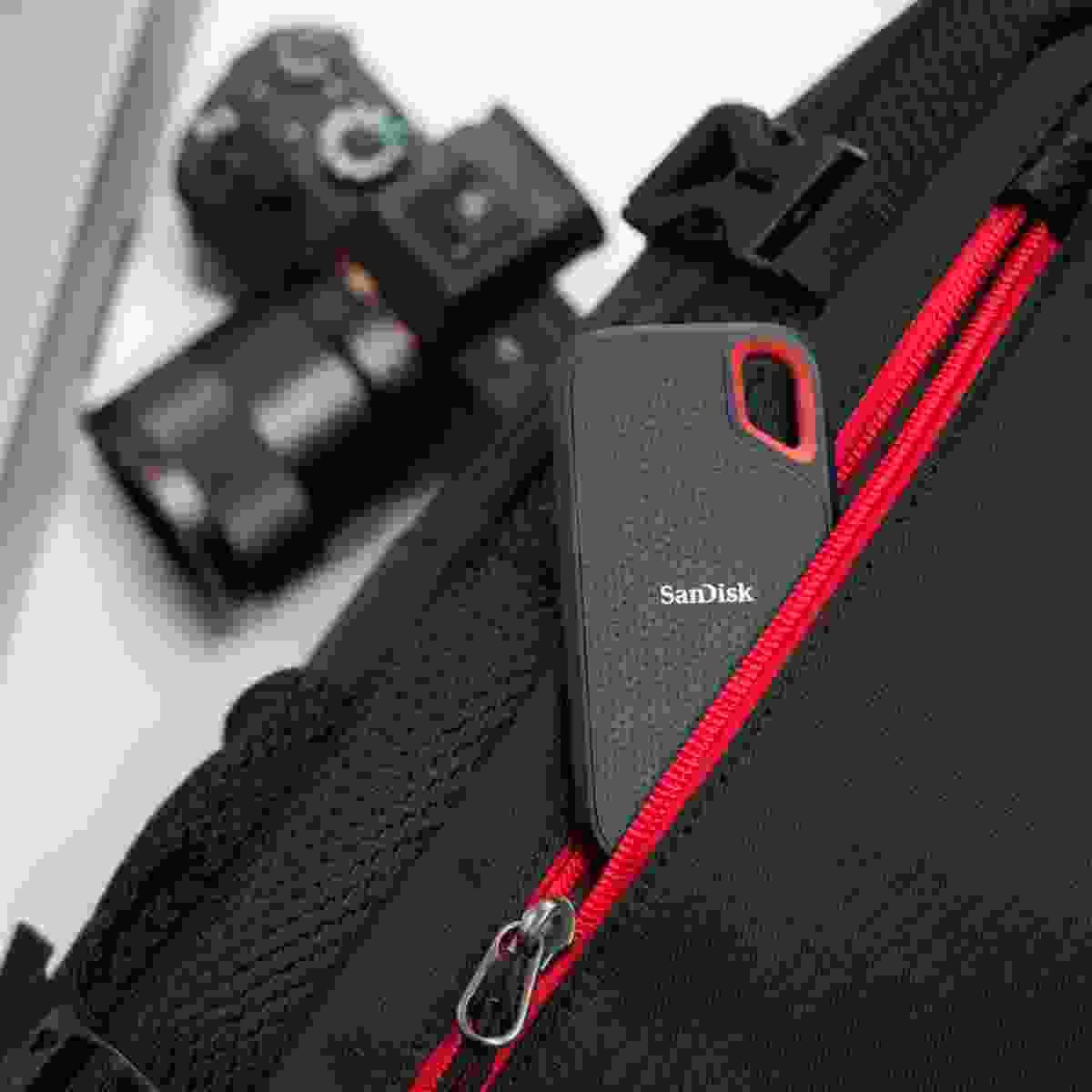 Travel kit including SanDisk Extreme Portable SSD (SanDisk)