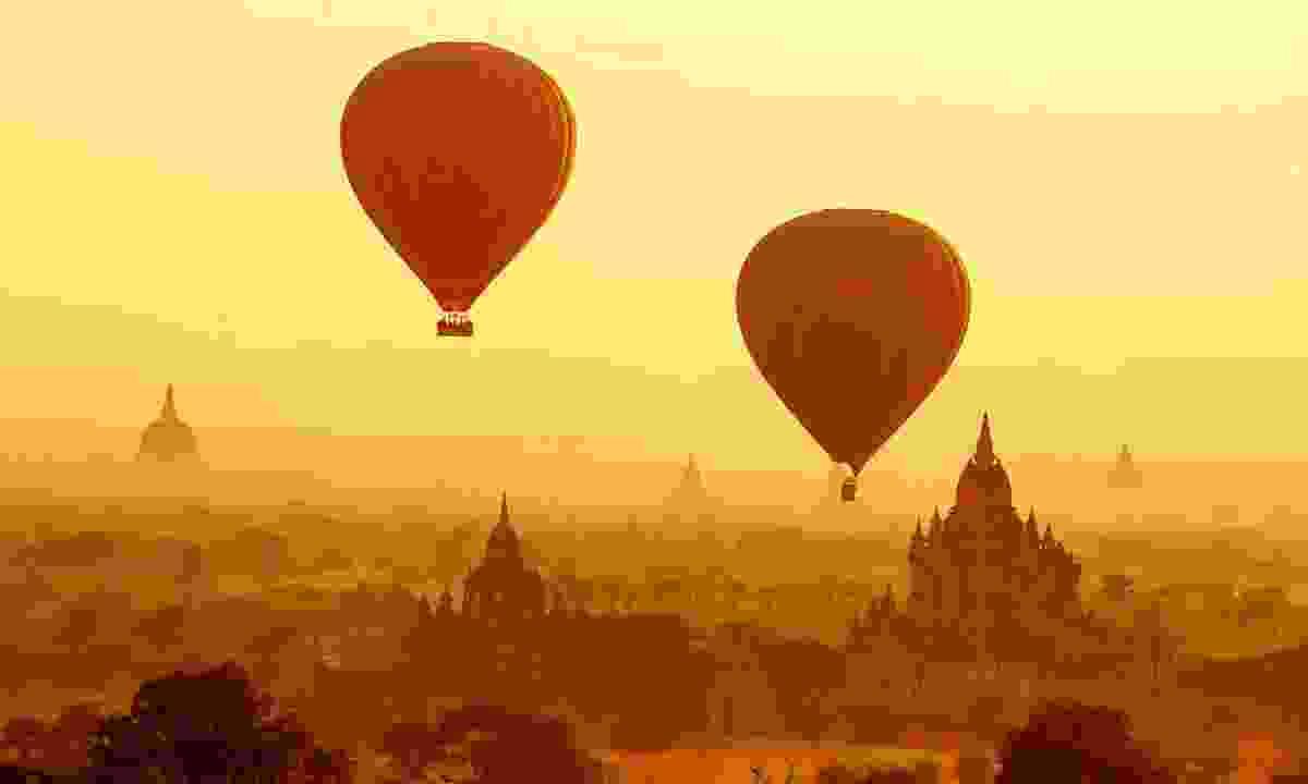 Float the temples of Bagan at sunrise, Myanmar (Burma) (Shutterstock)