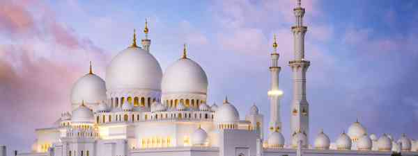 Sheikh Zayed Grand Mosque in Abu Dhabi (Shutterstock)